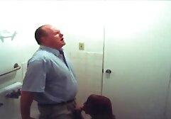 زندانی کلیپهای پورن بروک بازی می کند با بیدمشک تنگ او