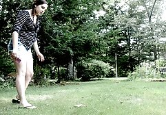 سینه کلان, کلیپ پورن زیبا زن سیاه و سفید بازی می کند با بیدمشک او